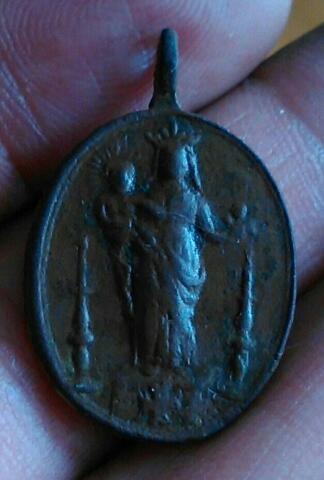 Medalla Santiago Apóstol / Virgen a identificar Download